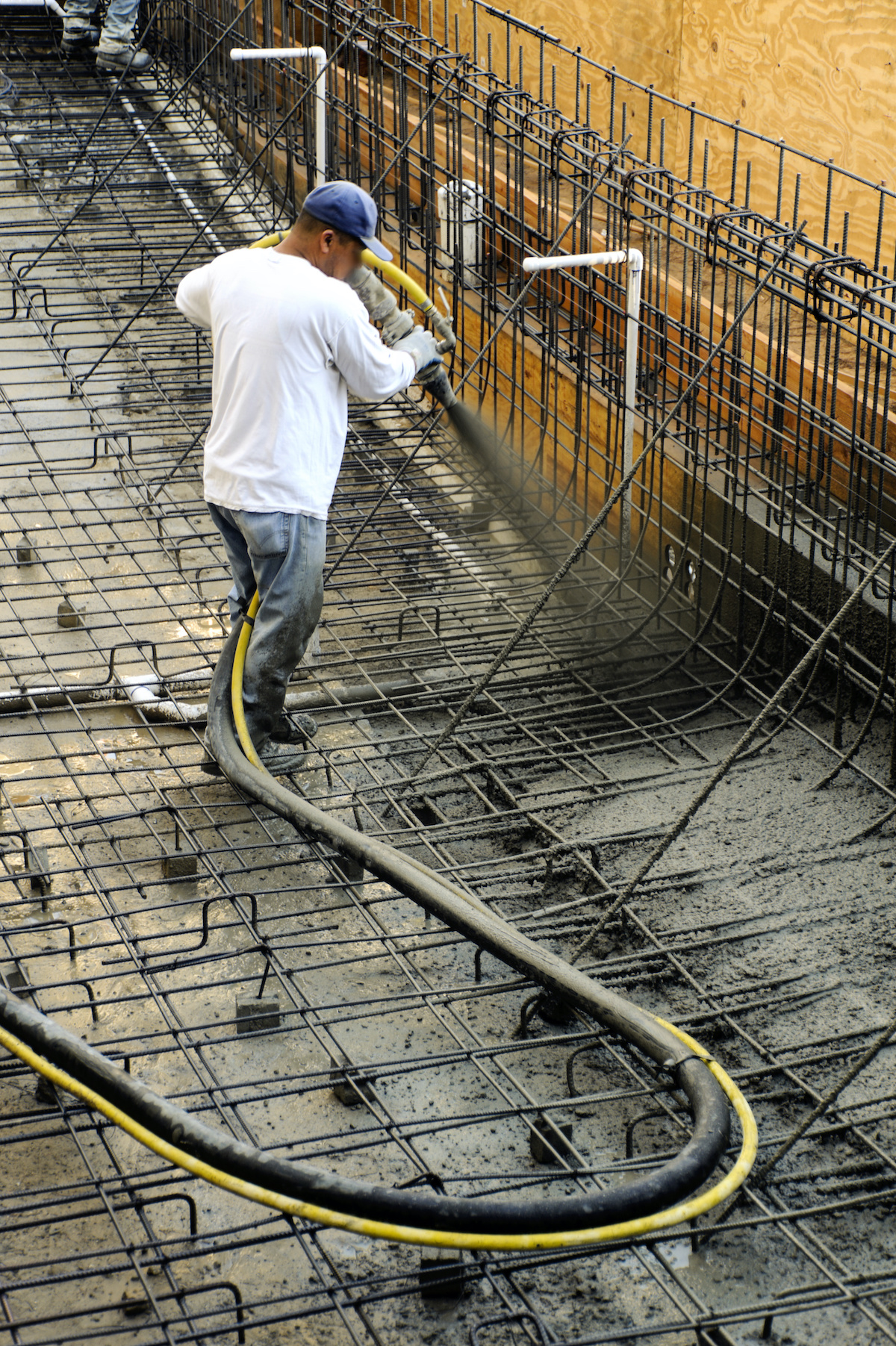 Shotcrete of the swimming pool