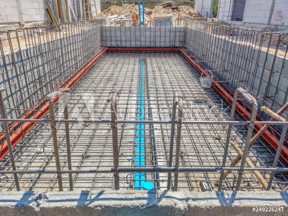 Steel reinforcement of a concrete swimming pool
